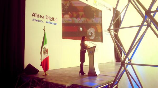Les compartimos una foto de la charla de la Doctora Nuria Sanz. Repr. de la #UNESCO #AldeaDigital http://t.co/qtwTHgekr2