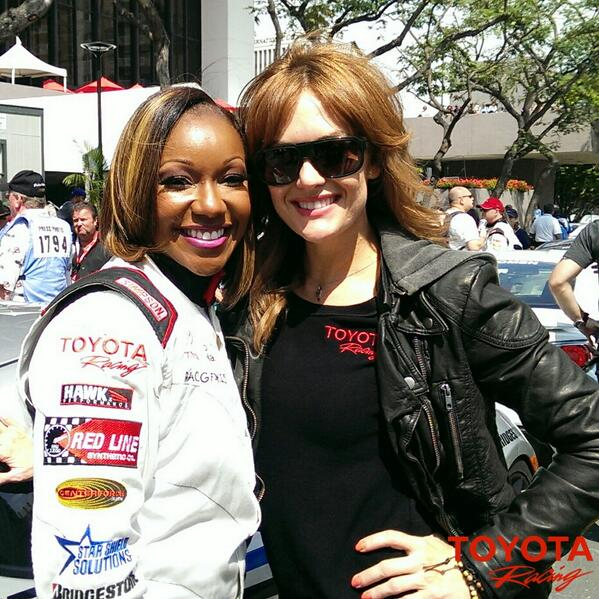 Olympic medalists @CarmelitaJeter and @amypurdygurl before the #ProCeleb Race at @toyotagplb http://t.co/V9L5lONQ18