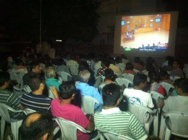 Was it a simple TV interview or was it a festival? Unbelievable scenes. This is how #ModiKiAdalat was watched: http://t.co/SnSa1pv8sC