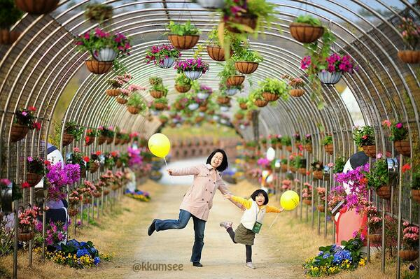 같은 포즈.... 같은 행복!! (영종도 가족사진 촬영 - D700) http://t.co/rMT1v8WQas