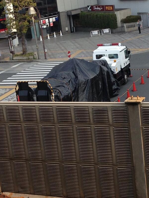 現在の吉祥寺、レイバーを乗せた車両は到着済み☆ 写真は吉祥寺駅のホームより。 http://t.co/6pyYrkIxhq