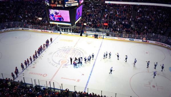 Classy move by the @VanCanucks as the entire team comes back on the ice to pay respects to Smytty. #94memories http://t.co/dJK3jTCclj
