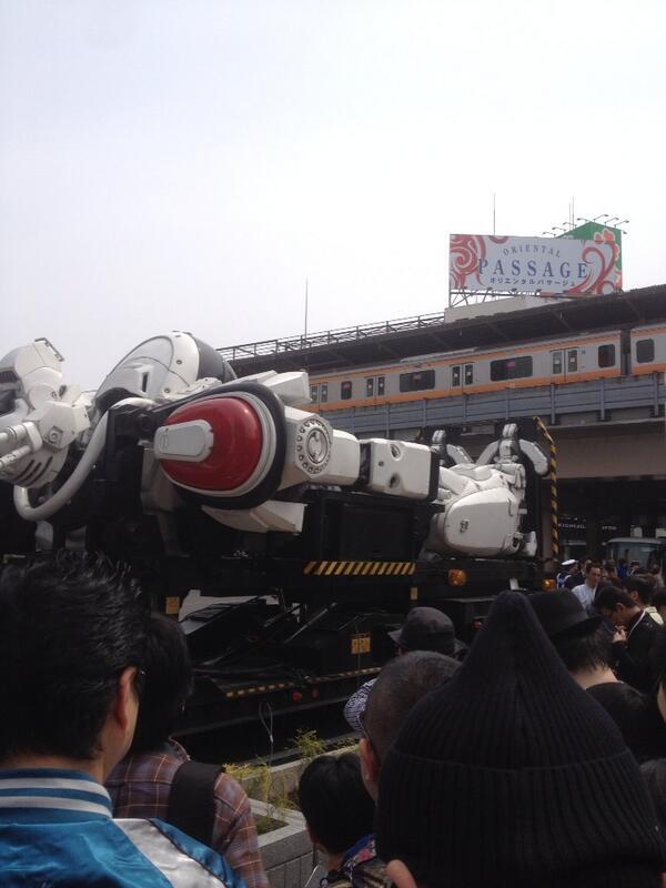 中央線とレイバー pic.twitter.com/koyLxrj4K8