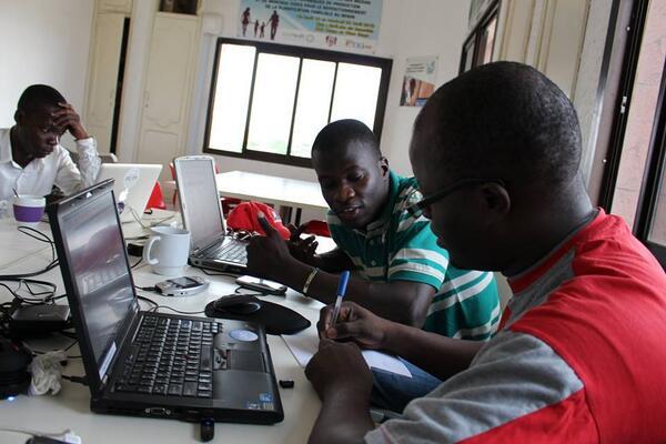 #spaceapps #EtriLabs #Cotonou avec une équipe à fond dans le travail #SpaceAppsChallenge #spaceappscotonou #spacecoo http://t.co/cNfr906LR7