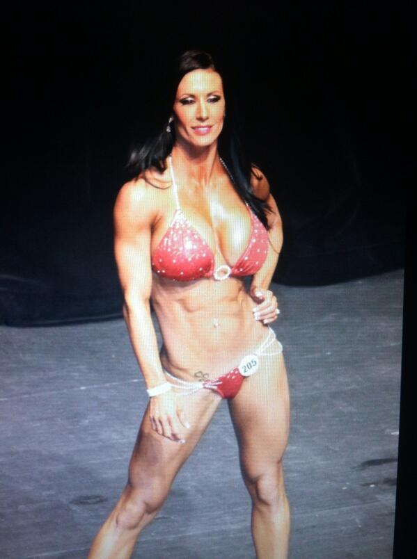 Exactly 1yr ago I stepped out of my comfort zone and competed in my first show and won 1st place! http://t.co/QMCIIBn3XX