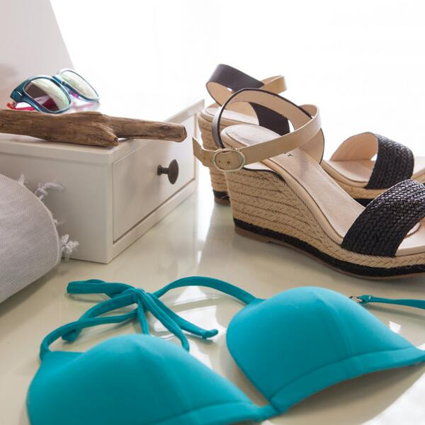#PoolParty #musthaves. #StyleMint http://t.co/J4NSl4KfdD