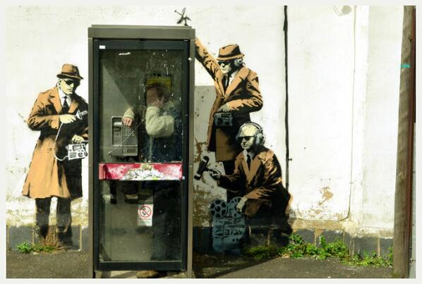 Great new suspected Banksy piece on a wall in Cheltenham, the home of UK spy agency GCHQ: http://t.co/MBb8FUWWMN http://t.co/THyyg0icZA