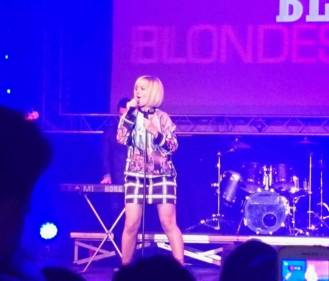 [EVENT] Alizée au Calais Live Radio6 13 avril 2014 BlILWVqIQAEH8TT