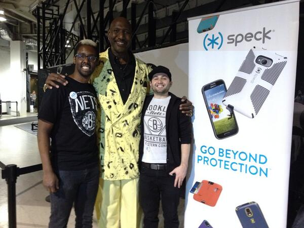 #speckvipme perks, just met Darryl Hawkins, thanks .@speckproducts #longlivethemachines CC .@JPettyIII .@CoryTownes http://t.co/tijb3FFYuy