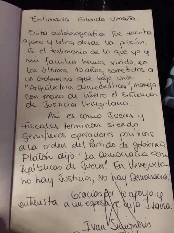 Esto fue lo que me escribió @Simonovis en el interior de su autobiografía. @bonysimonovis #Venezuela.Uds que opinan? http://t.co/IOiJuMJhM4