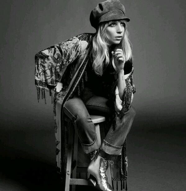Lady Gaga untuk majalah PORTER http://t.co/zAu6YgcIz5