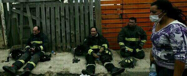 Los bomberos de Chile son unos verdaderos heroes .Mis respetos para ellos #BomberosdeChile http://t.co/tL7v5l9kxx