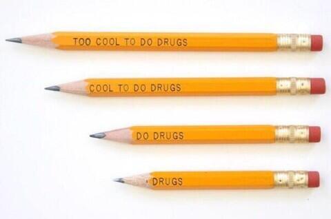 麻薬撲滅のために学校で配られていた鉛筆。10歳のオトコの指摘から配給を廃止。 http://t.co/WnNUyEkJkL