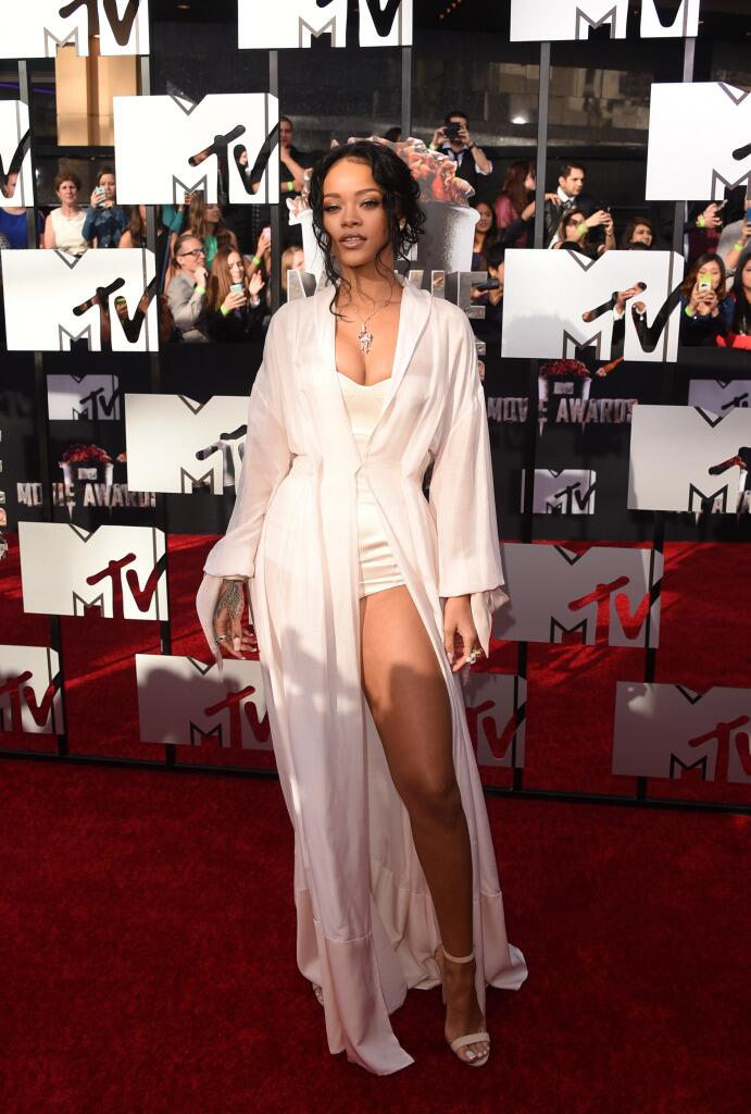RT @GlobalGrind: Rihanna still gives no fxcks and decided against wearing clothes for the #MTVMovieAwards http://t.co/1XjQmOwg7p http://t.c…