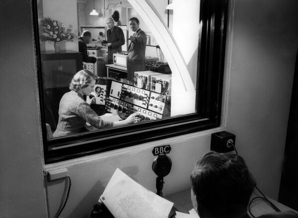 BlLD0WZCAAAAI74 - Maida Vale Studios