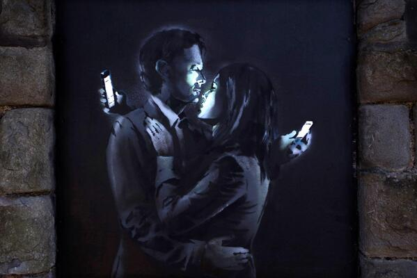 "Banksy ""Mobile Lovers"" New Mural - UK #streetart #banksy http://t.co/Shy4wWqAt9 http://t.co/yG947ofYhK"
