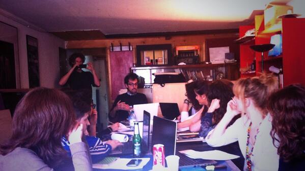 Primo ospite per #comunicateatro #allinU25 al T. Argot @DominioPubblico: @danielemuratore e #PostYourTour http://t.co/8T93EwWX8i