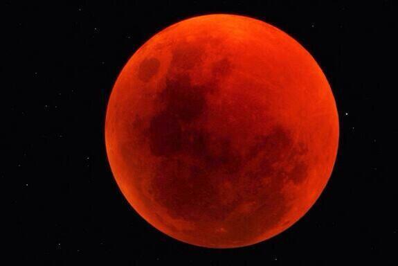 La #luna de esta noche da para pedir deseos de todo tipo ... http://t.co/9xCM2gTuhN