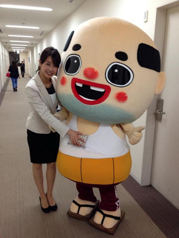 ちっさいおっさんと一緒に写る加藤綾子