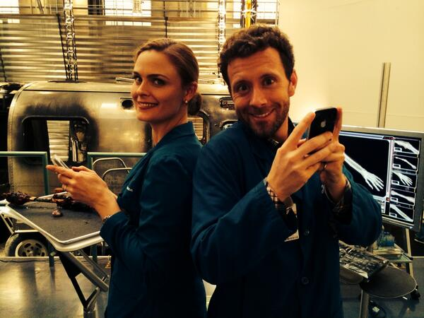 @emilydeschanel & I. Back2 back tweeting U while on set right now :0) #watchingbones http://t.co/0kYUeC9JEl