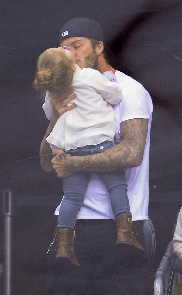 Just felt my ovaries kick for 1st time --> David Beckham Kisses Daughter Harper http://t.co/jdzi0X1Cwk http://t.co/tUKYw0AMSP