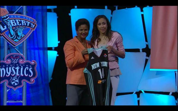 Former @LadyVol_Hoops star Meighan Simmons selected 26th overall in the WNBA Draft to the New York Liberty http://t.co/eJM8Ii6fA7