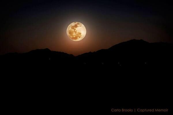 This is what the #bloodmoon looks like in Arizona right now. Great picture taken by @carlajbrooks. #BBCNewsday http://t.co/Oik9cDI50r