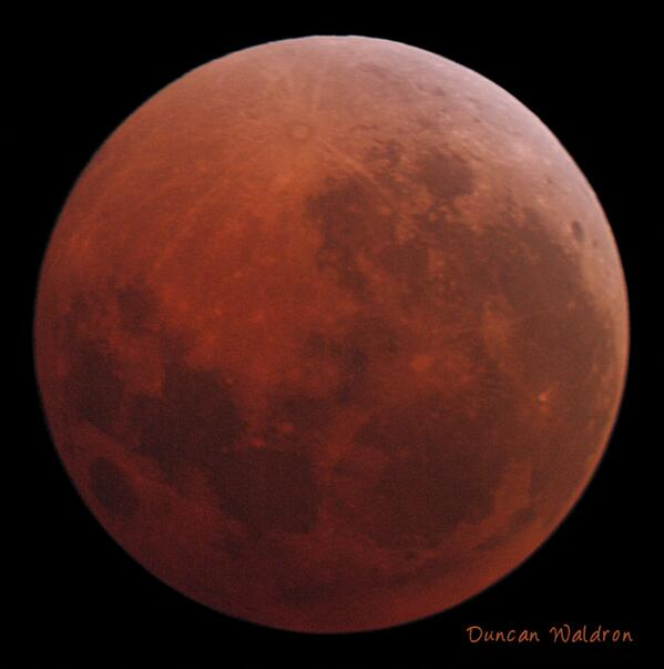 Tonight's lunar eclipse, about 5 mins before end of totality. http://t.co/sLGtzX8SJL