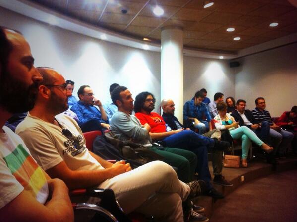 """La sala """"Senadillo"""" que nos ha cedido @cajamar para este #bbalm ES BIEN. http://t.co/J9ZsoSatPk"""