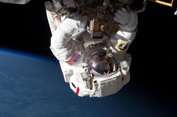 Talking w @NASA Astronaut Chris Cassidy on #SpaceStationLive tmrw 10a CT about prep for #ISS MDM spacewalk! Tune in! http://t.co/G4Bd8aSrgb