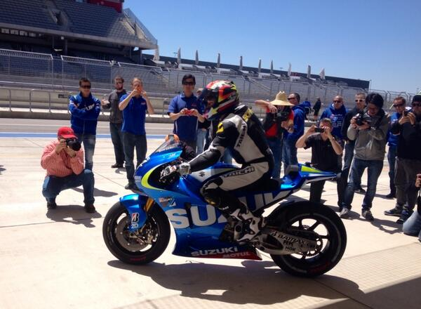 Suzuki testing at @circuitamericas today, @kevinschwantz heads out for a lap. http://t.co/DS482LWB4D