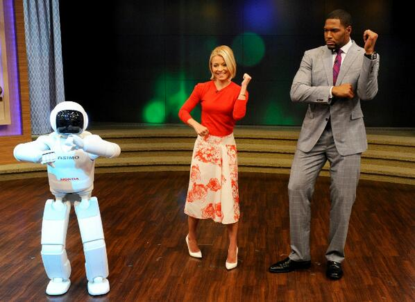 Today ASIMO joined @KellyandMichael, showing some new abilities and tearing up the dance floor with Kelly and Michael http://t.co/3hhUBtZXWj