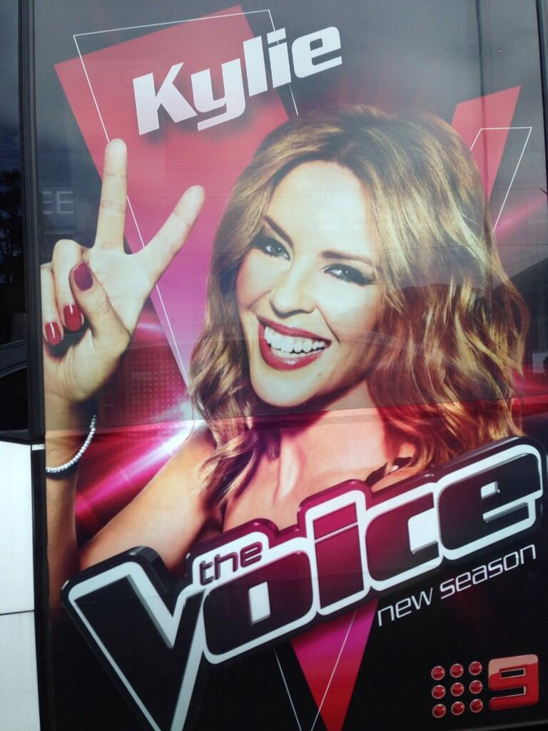 I'm on the bus!!! @TheVoiceAU http://t.co/3ylhc8Grfz