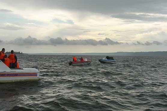 """Rescate de 450 pasajeros de un ferry en Corea del Sur. http://t.co/SGUrQck0fq http://t.co/u0A0HtS4kF"""" 8:44 pm"""
