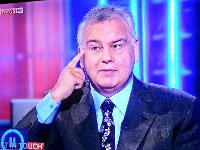 RT @ButtonBloomz: Funniest thing ever...@EamonnHolmes takes mick out of google glass. You crack me up Eamon lol http://t.co/z0fJIDxa0u