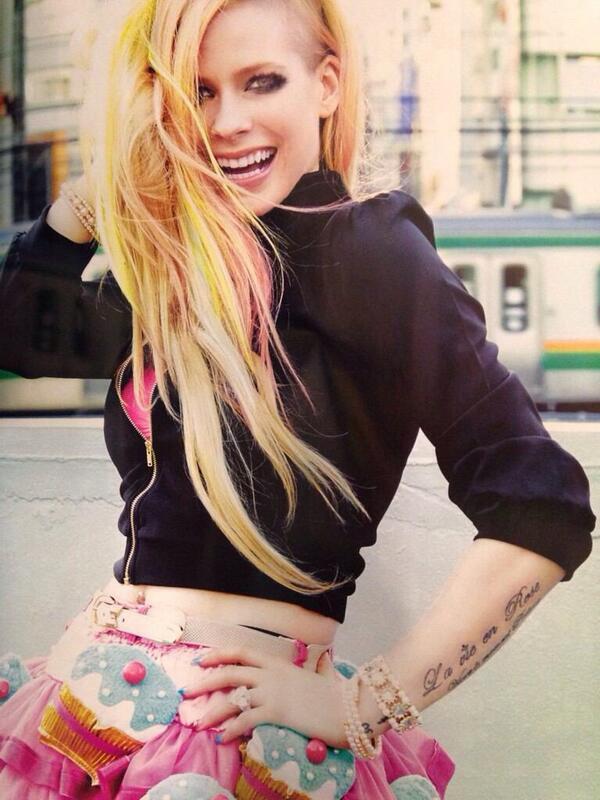 Single » Hello Kitty (Asia) [#75USA] ¡100M VEVO! - Página 10 BlW-OogCMAEoiTU