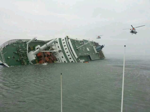 RT @GlobalGrindNews: Prayers: 4 dead and over 200 missing after South Korea ferry sinks http://t.co/sOJWdx2jfD http://t.co/NacA0EwicL