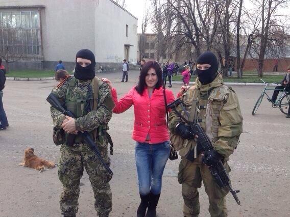 """В Донецке вооруженные """"зеленые человечки"""" окружили райотдел милиции - Цензор.НЕТ 7263"""