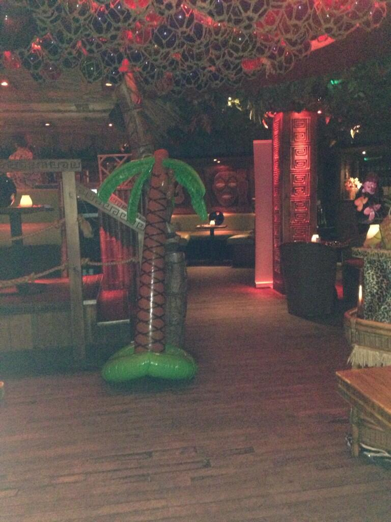 The calm before the storm... 🌴 #fauxchella @mahiki 💕🍹 http://t.co/WXVYinxN7j
