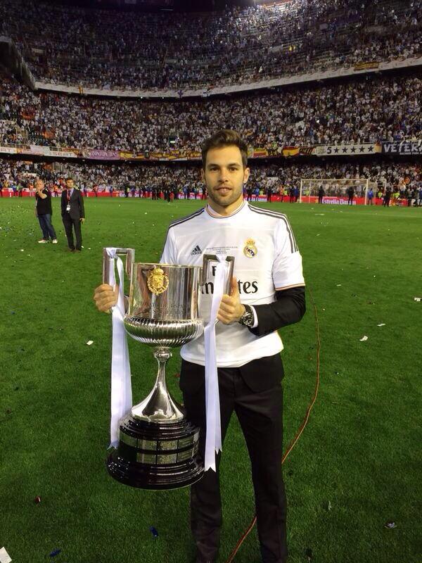 Campeones de Copa!!Ahi esta!!Orgullo de compañeros y de equipo!!#HalaMadrid!! http://t.co/NqdUuL3hRG