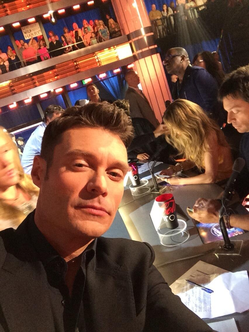 why so serious @jlo @HarryConnickJR #idolLIVE http://t.co/6riGcxLvOm
