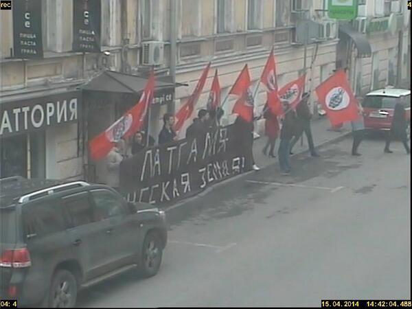 """Nu, sākas. Nacboli pie LV vēstniecības RUS apgalvo, ka """"Latgale ir krievu zeme"""" http://t.co/WnsFfScHh5 via @VeikoSpolitis #Latgaleirmusu"""
