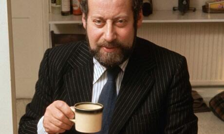 RT @HistoryNeedsYou: Please raise your tea to the late, great Sir Clement Freud, father of @emmafreud, he would've been 90 today http://t.c…