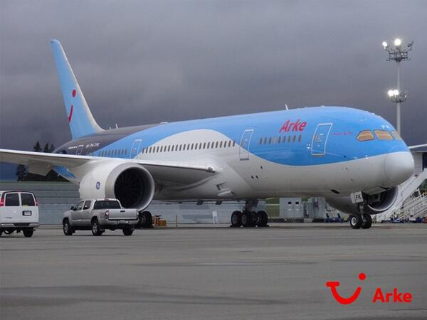 Eerste Boeing 787 #Dreamliner voor @Arkefly PH-TFK in volle glorie op Paine Field, Everett. http://t.co/mQyHDwup6d. Aflevering begin juni.
