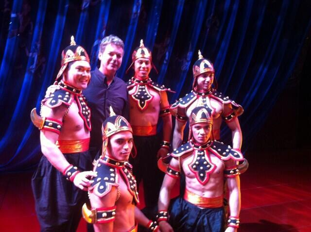 RT @chrisrensh: The wonderful @JulianClary onstage with the glamorous guards in King and I @KingAndIAu http://t.co/IR4rCA94iT