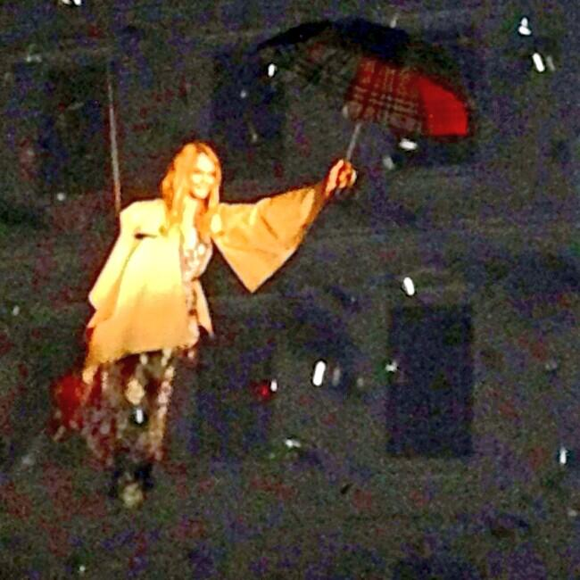 Here's @Caradelevingne FLYING over the runway to mark the @Burberry flagship in Shanghai - @ELLEmily http://t.co/azkpJO4ktW