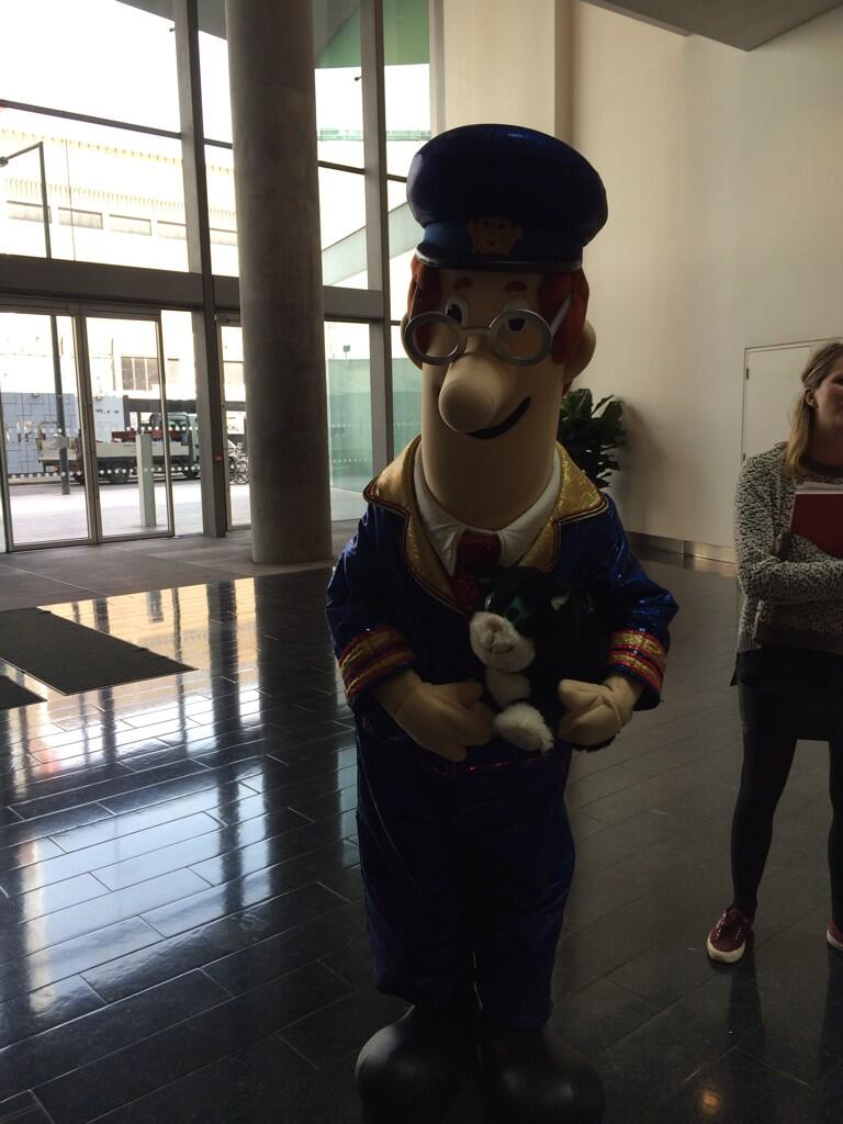 Postman Pat's in reception, he told us he still feels he's a really happy man #insideinstyle http://t.co/M1whIqmakc