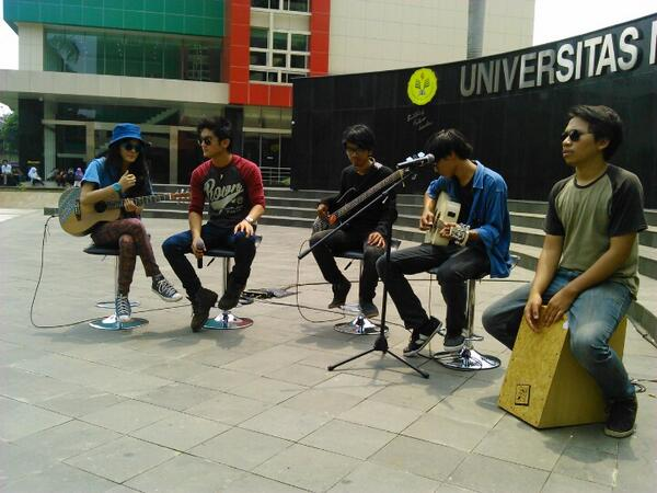 Jangan lewatin guys!! RT @breakoutnet: Satu jam lagi menuju #BREAKOUTGOESTOYOU Universitas Negeri Jakarta @ukmunj :) http://t.co/CyaoT8h9g6