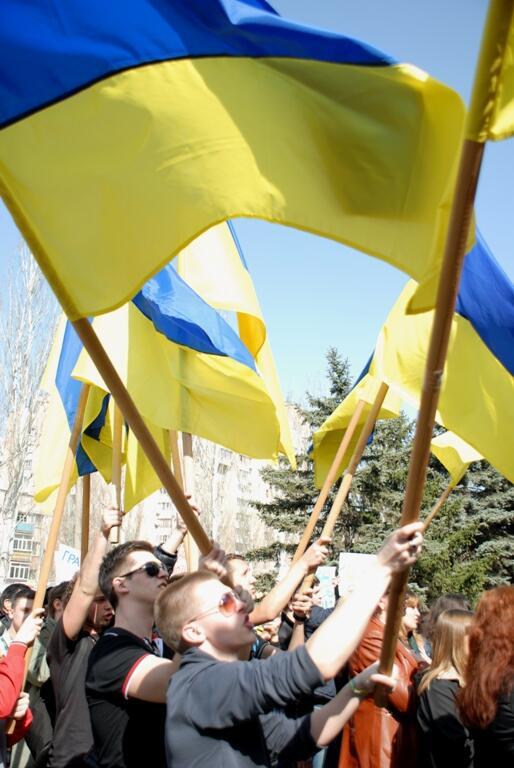 Жители Донецка встали на защиту флага Украины - Цензор.НЕТ 2252