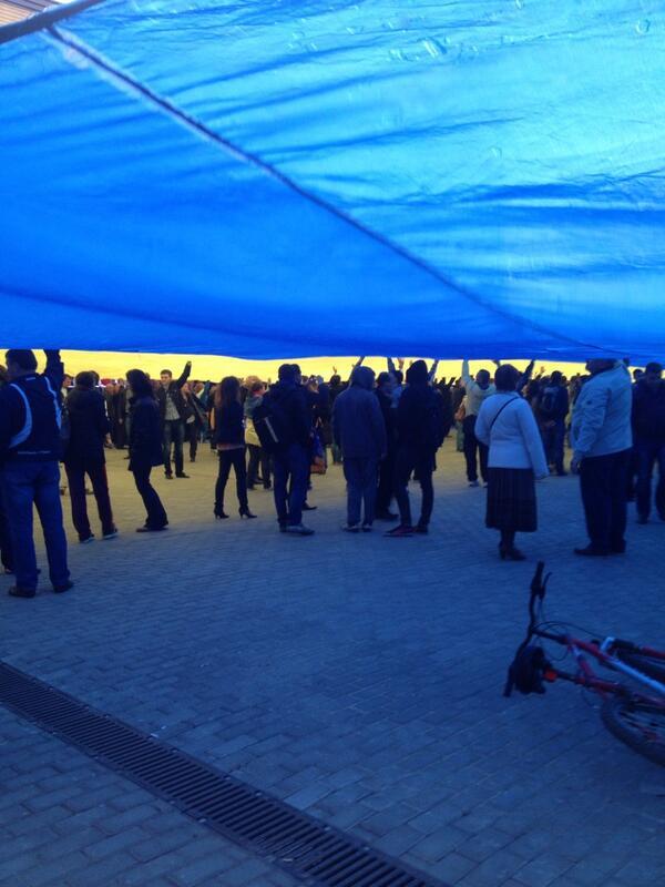 Жители Донецка встали на защиту флага Украины - Цензор.НЕТ 4707